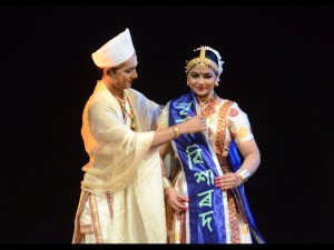 Krishnakshi receiving the Nritya Visharad title from her Guru